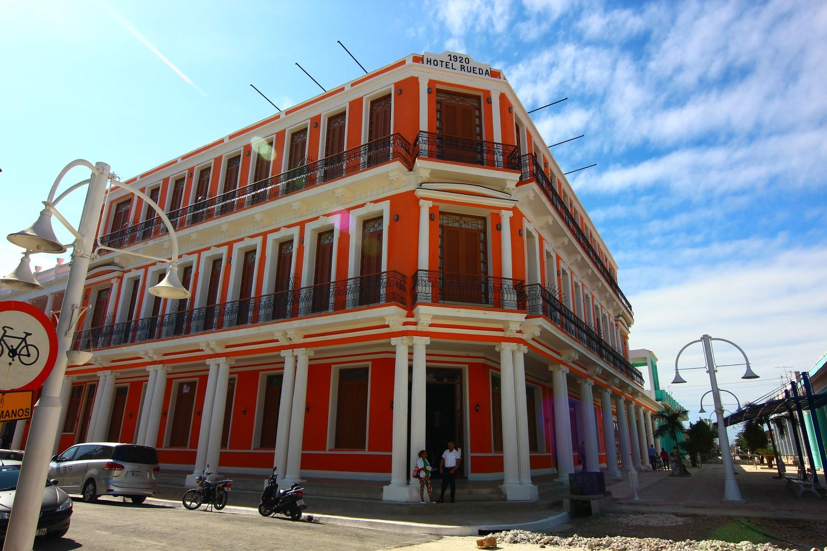 Hotel E La Rueda