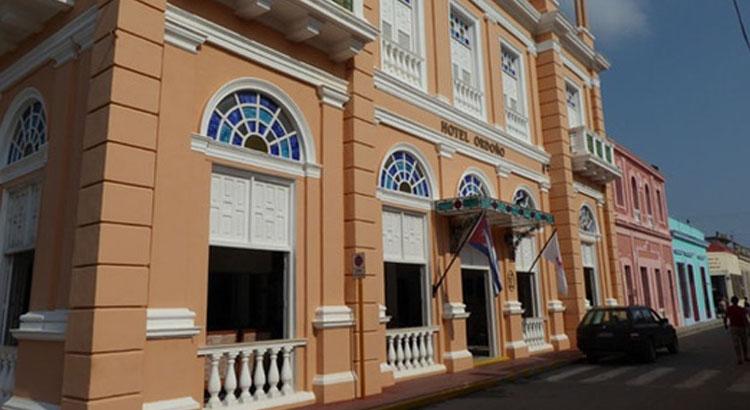 Hotel E Plaza Colon